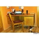 Rusztikus tölgyfa íróasztal és rusztikus tölgyfa székkel fotó