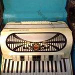96 basszusos Royal Standard harmónika eladó fotó